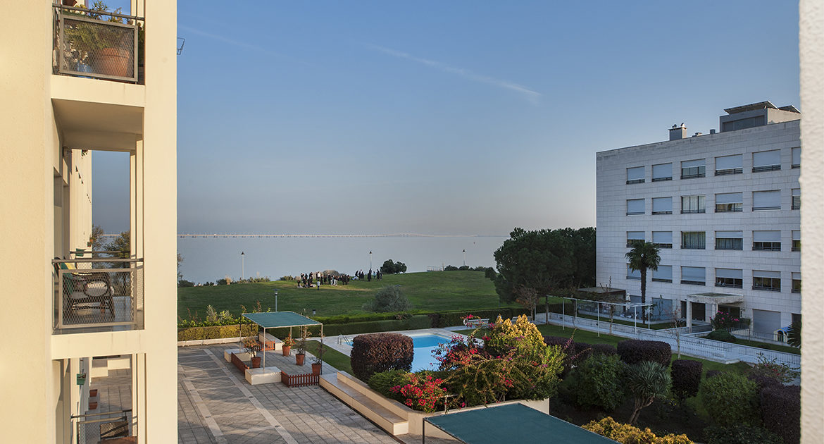 Apartment for sale 4 bedrooms in Lisbon Nations Park Private Condominium River Front Views Balcony