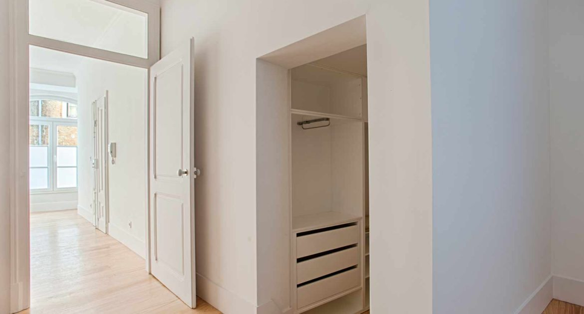 Apartment for sale one 1 bedroom lisbon saint vincent closet