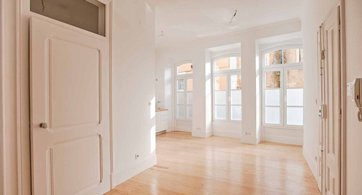 Apartment for sale one 1 bedroom lisbon saint vincent living room windows