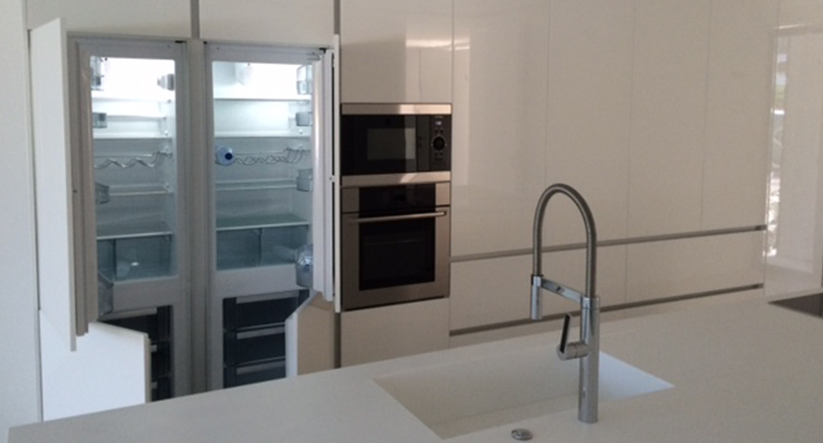 villa-for-sale-aroeira-construction-kitchen-island