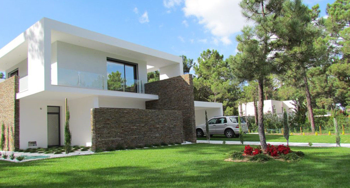 villa-for-sale-aroeira-luxury-exterior-1