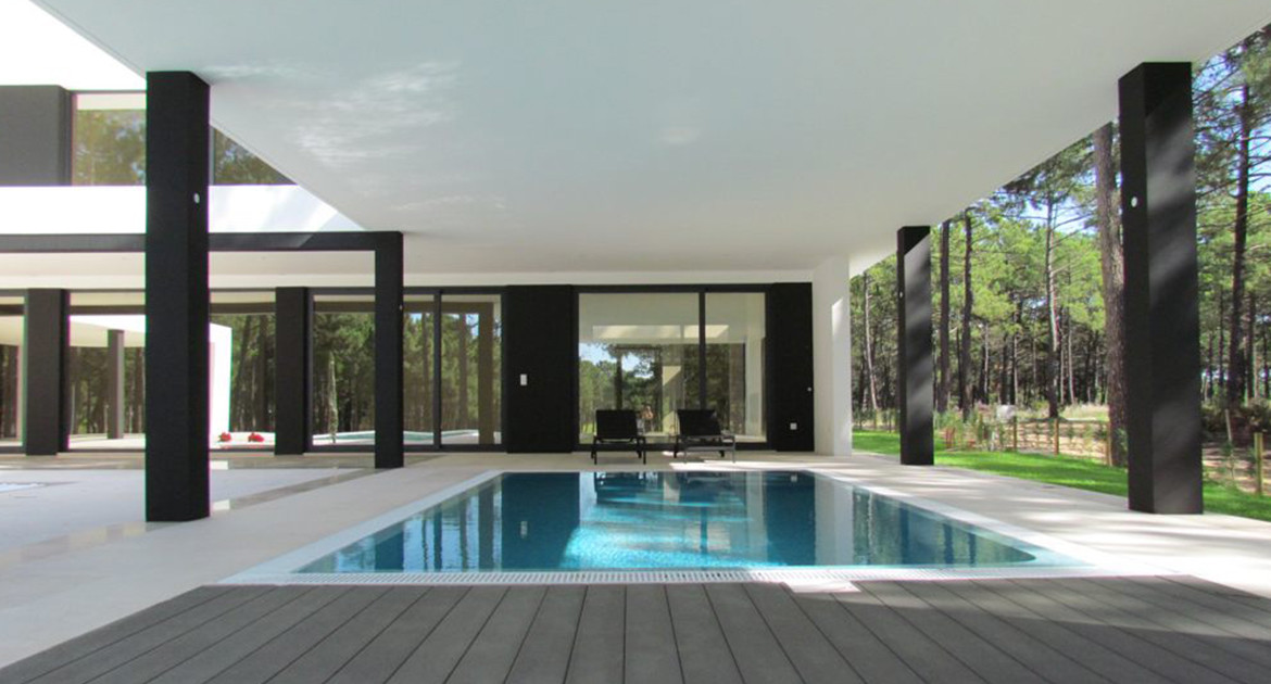 villa-for-sale-aroeira-luxury-pool-interior