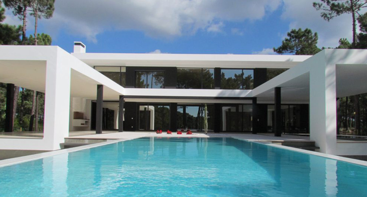 villa-for-sale-aroeira-luxury-pool